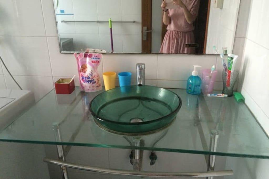 浴室的洗漱台