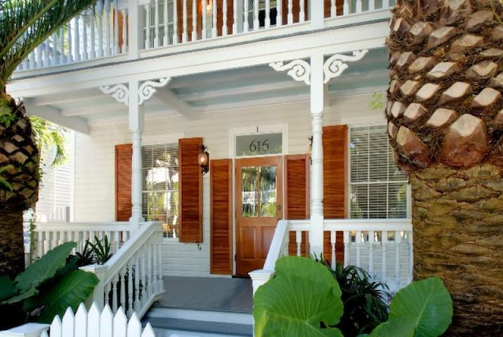 SUITE CAROLINE - Luxury condo within steps to Key West's historic seaport