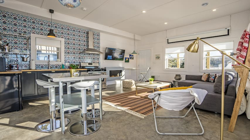 Chic Tiny House on the Ocean With Private Hot Tub