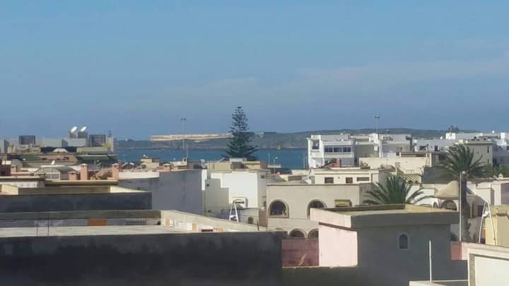 Grand appartement calme proche de la mer et Medina