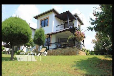 Ferienhaus Alanya mit Meerblick mitten im Grünen.