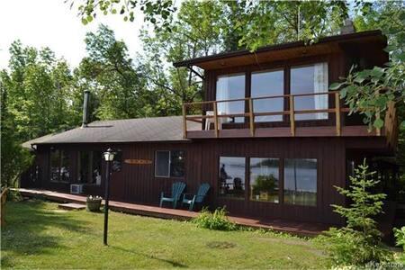 Waterfront Cabin on Lake Lac du Bonnet