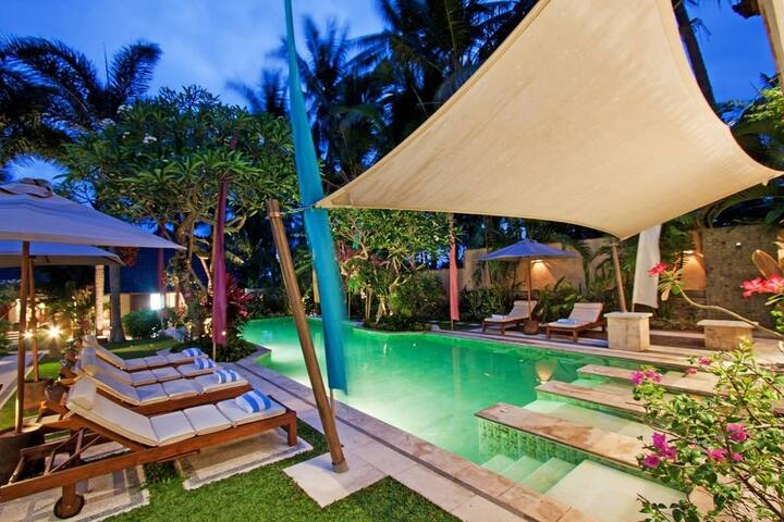 2 Bed Rooms Balinese  Villa/B&B/Free Shuttle - Gianyar