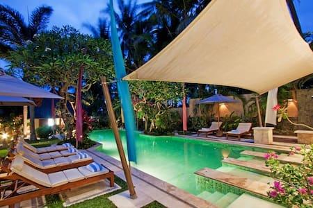 2 Bed Rooms Balinese  Villa/B&B/Free Shuttle - Gianyar - 别墅