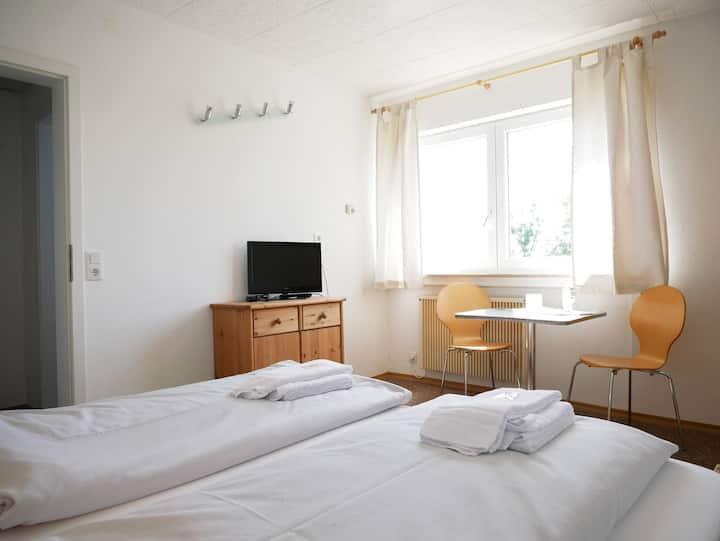 Berghaus Knopfmacher, (Fridingen), Familienzimmer mit Dusche und WC, max. 4 Personen