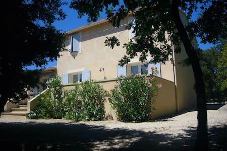 Beautiful new villa near Golf - L'Isle-sur-la-Sorgue