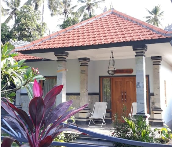 The Coral Lodge - Local House in Lovina