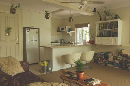 Charming Apartment in Highgate Hill - Highgate Hill