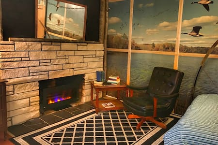 *** Cozy hideaway close to everything you need ***