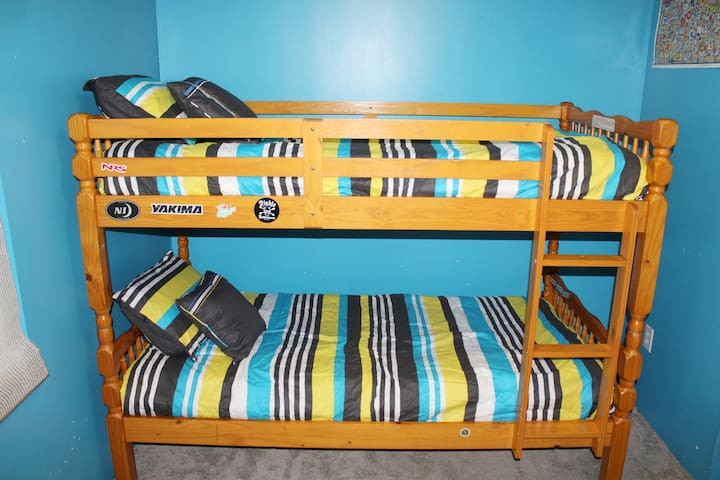 Downstairs Blue Room- Twin Bunk Beds