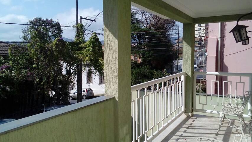 Quarto 2 camas de solteiro perto do centro de BH - Belo Horizonte - Casa