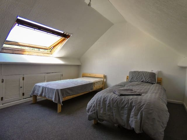 K17 Twin Room with Hill View - 4