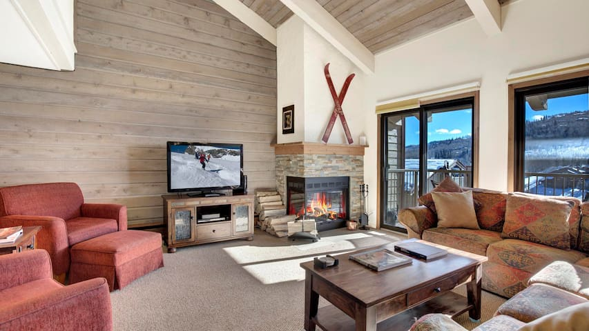 Bright, Spacious Snowmass Condo Moments to Slopes