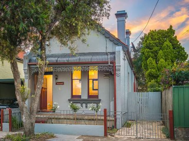 2 Bedrooms available in 3 Bedroom House - Petersham - House