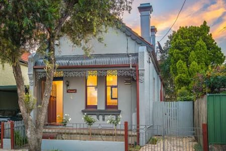 2 Bedrooms available in 3 Bedroom House - Petersham - Casa