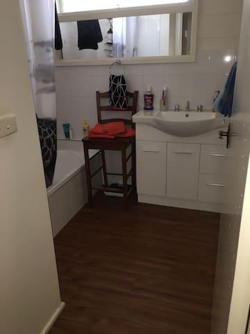 Entire bedroom in Ferntree Gully - Ferntree Gully - Σπίτι