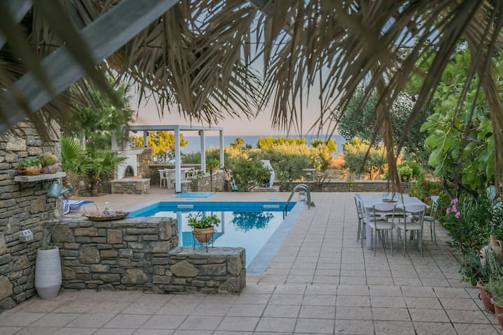 Traditional stone studio - private swimming pool