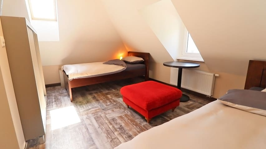 B&B Comfort House Studio - Lostorf - Bed & Breakfast