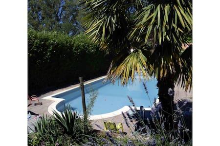 Chambres dans maison avec piscine - Villenouvelle - Σπίτι