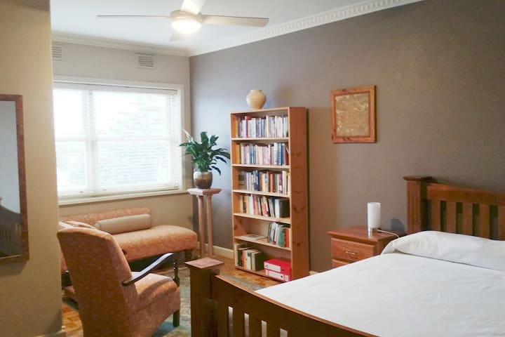 Cosy, convenient, close to everything. - Ballarat Central - Apartamento