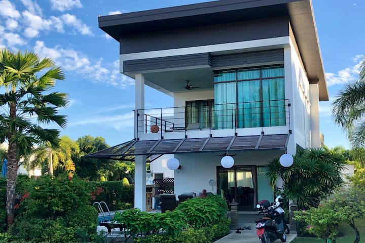 Luxurious pool villa near Mae Phim Beach