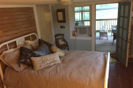 Guest Room in Beautiful Farm House - Port Matilda - Casa