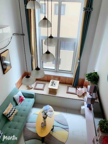 楼梯角度看客厅