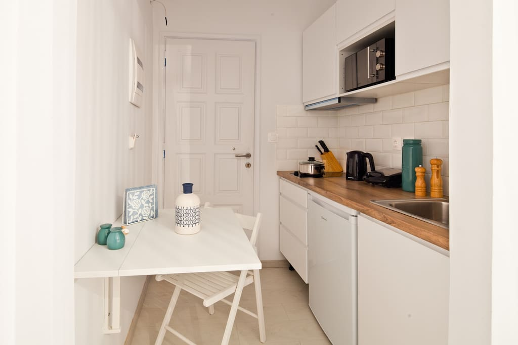 Kitchenette - fully equipped