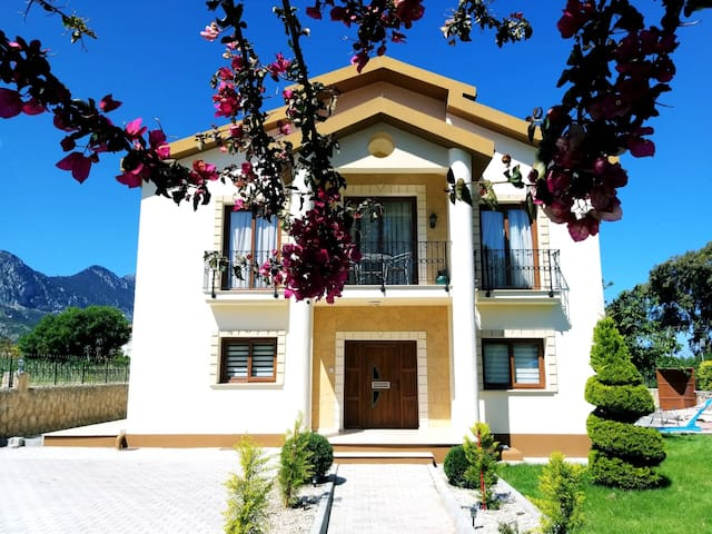 Cypriot Dream Villa by the Sea in Lapta, Girne