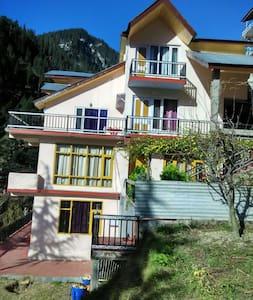 DevChhaya cottage, Kanyal Rd,Manali - マナリ - 別荘