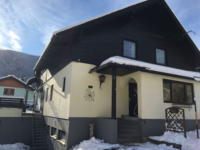 Comfortable Family Chalet in ideal skiing location