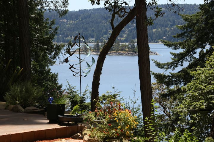 Sunshine & Seaviews Near Ganges - Salt Spring Island - Dom