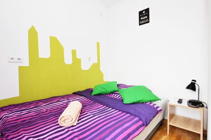 CITYCENTRAL Hostel doubleroom, balcony, AC /RYNEK