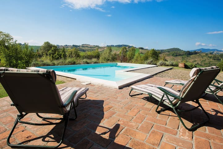 Magnificent old country house with garden and private pool, with Wifi