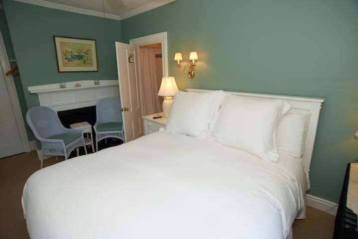 Room in Sandwich Village in town location