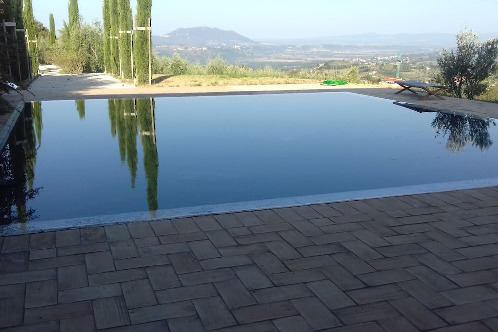 La piscina con vista Monte Soratte