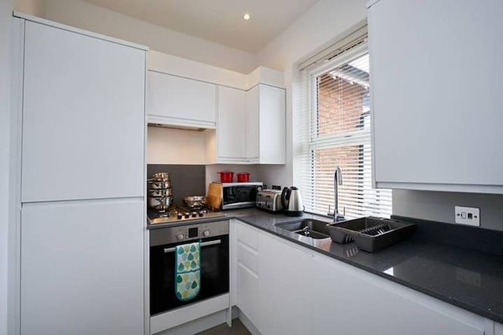 First Floor Luxury Apartment in Camberley