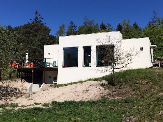 Architect designed 75m from beach - Aakirkeby - House