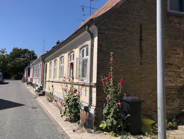 Hyggeligt og centralt byhus i Marstal