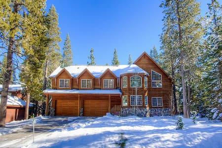South lake tahoe vacation rentals cabin rentals airbnb for Rental cabins in south lake tahoe