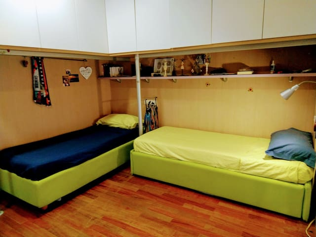 Comfortable room near central station - Catania - Apartment