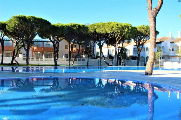 Modern Apartment Close to Beach with Pool, Balcony & Air Conditioning