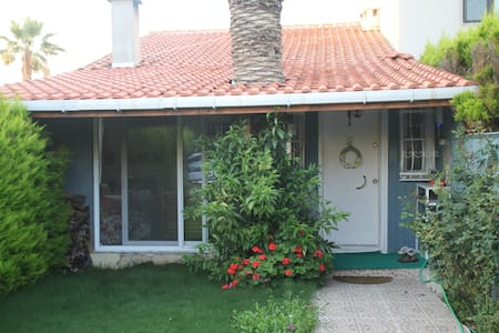 Quiet beachfront house in IZMIR - Izmir - Villa