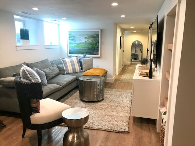 Newly Remodeled Bungalow Basement Apartment