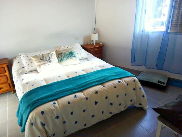 Bonita habitación doble en casa rural con jardín