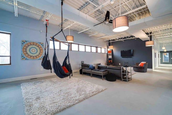 Downtown Dayton Loft Spacious and Sleek