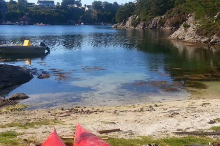 Rorbu - Tett ved havet og alene ved egen strand.