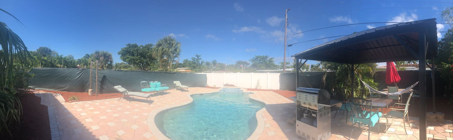 CLOSE TO BEACH EAST BOCA PRIVATE POOL DOGS ALLOWED