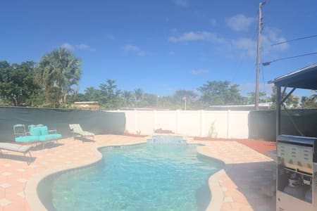 Close To Beach East Boca Pool BBQ   Dogs Allowed