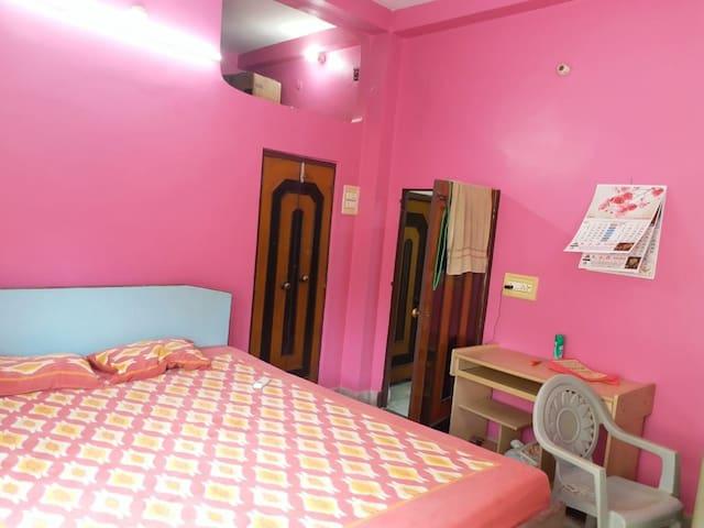 Bedrooms, bathroom, kitchen review..